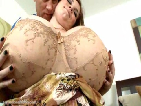 Lexxxi Luxe is a hot BBW