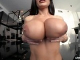 LiveGonzo Lisa Ann Busty Mature Slut Gets Down and Dirt