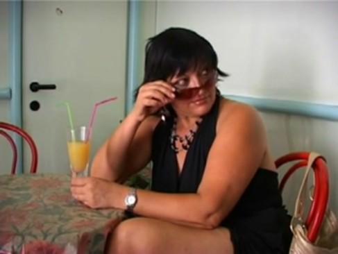 Comendo a coroa do bar no banheiro - - www.XvideoBrasil.com.br