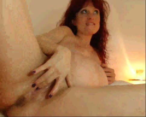 Pregnant Alischka fingering on webcam