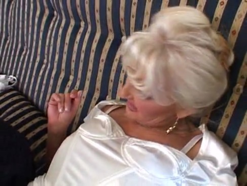 Blonde mature slut fucking & pissing