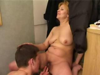 Young guy fucks mature mom