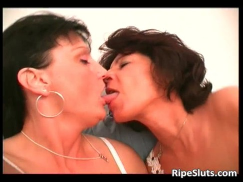 Two mature sluts lick each others pussy