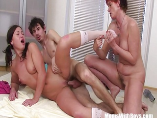 Threesome Fuck With A Mature And Girl
