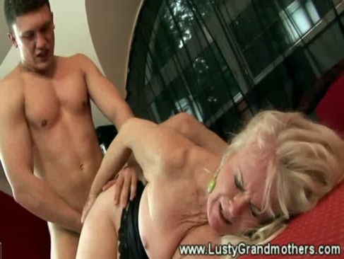 Wild granny in stocking hairy pussy banged