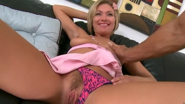 Supreme blond Holly Marie Bryn featuring cocksucking video