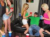 Orgia z pijanymi nastolatkami