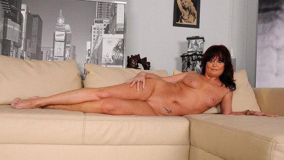 Cumming mature: Mary-Kate - Lesbians porn