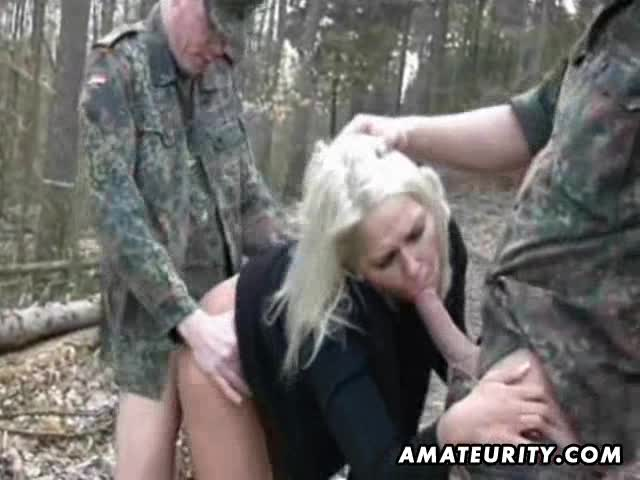 Amateur Girlfriend Outdoor Threesome With Facial
