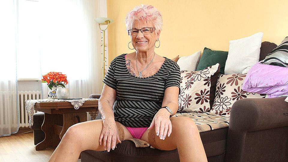 Granny masturbation sex