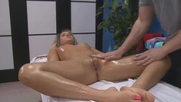 smotret-roliki-russkiy-porno-massazh