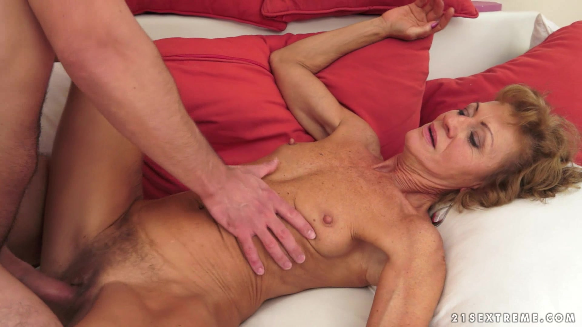 Banging A Horny And Sexy Granny Who Likes To Suck Cock