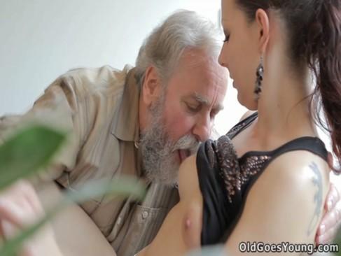 OldGoesYoung.13.10.10.Ilona.XXX.1080p.MP4-KTR