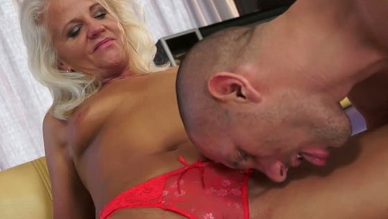 ULTRA HOT GRANNY BUTT - Mature porn