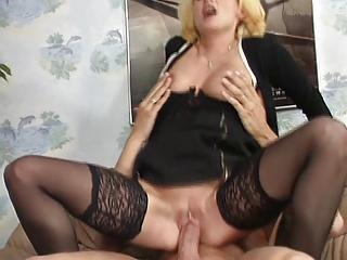 Mama im Swingerclub Germany