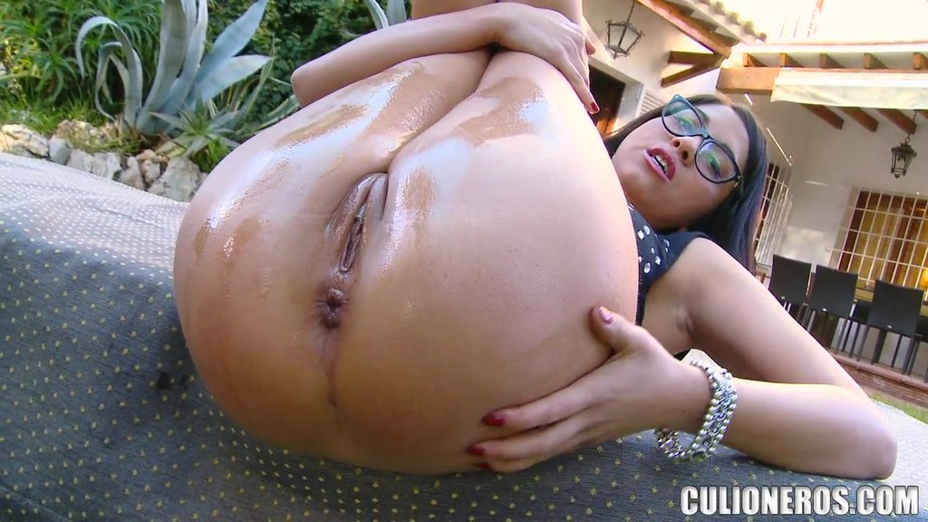 Gorgeous Bitch In Glasses Is Loving It In Ass
