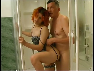 Old man gets sex in the bath (really)