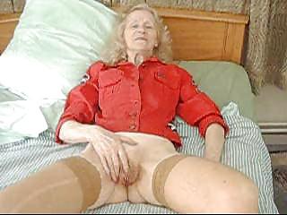 Grannyjosee masturbing