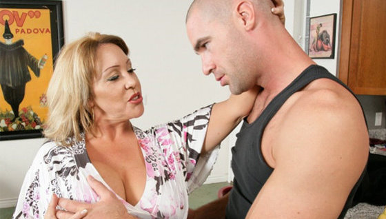 Horny MILF needs a workout of her own! - Mature porn