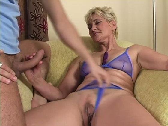 SQUIRT MAMMA - Mature porn