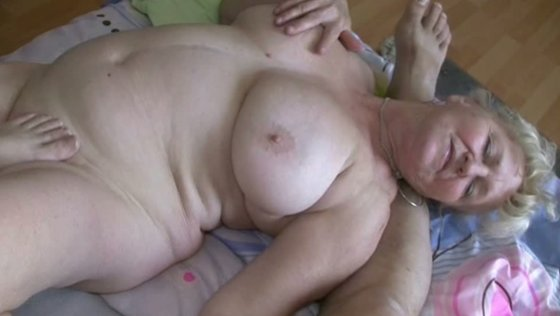 Hilarious threesome with couple of nearly dead grannies - Grannies porn