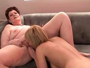 porno-lesbi-tolstaya-lizhet