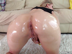 Blonde Jessa Rhodes with juicy butt is horny all the