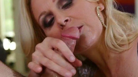 Julia blonde - Blowjob porn