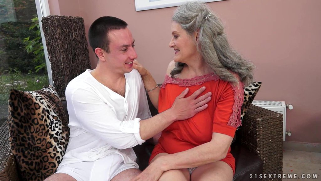 Hot Blonde Granny Aliz Gets Her Snatch Licked And Fucked