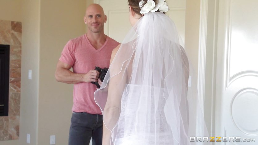 Jenni Lee fucking her wedding photographer | PornTube ®