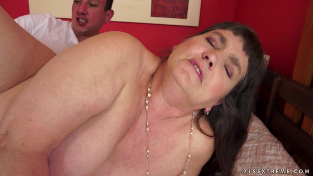 Chubby Mature Brunette Gets Her Twat Fucked By Younger Stud