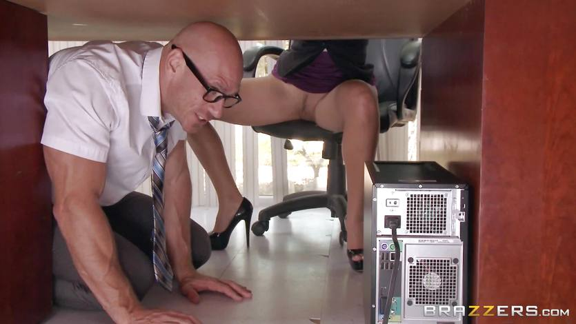 Boss Lela Starr gets hold of her colleague's big dick | PornTube ®