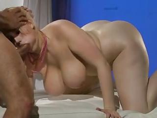 SiriSuxxx busty blonde