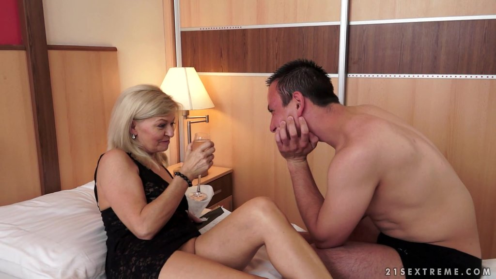 Lusty Mature Granny Is Nailed In Mature Amateur Action