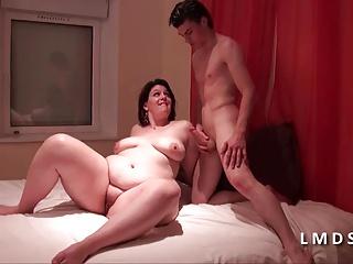 Bonne grosse cochonne cougar defoncee dans La Maison du Sexe