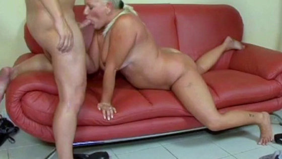 Granny gets her ass fucked - Grannies porn