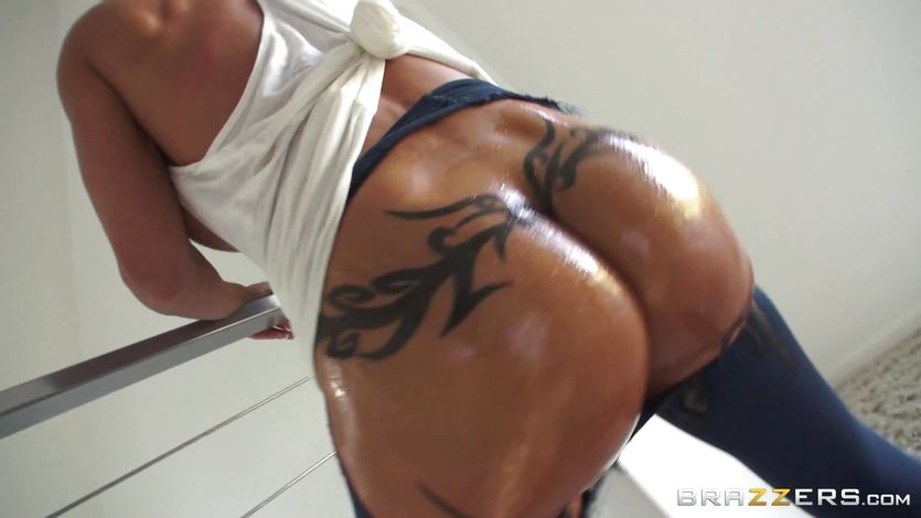 Jewels Jade loves to feel her slippery ass being fucked | PornTube ®