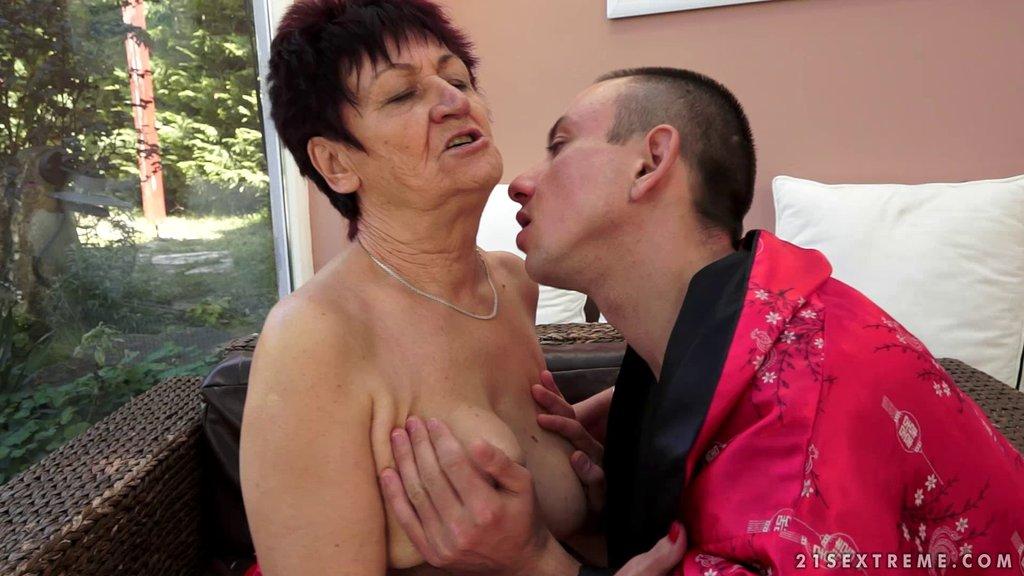 Appreciative Mature Granny Awarding Her Horny Guy With Superb Blowjob