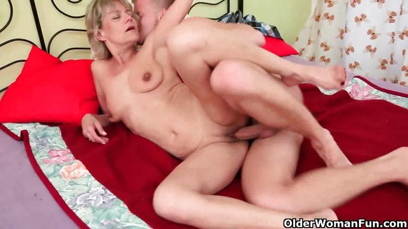 Mom needs no strings attached sex | PornTube ®