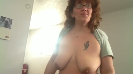 Fat wife fingering her soaked cunt on the coach - MILF porn
