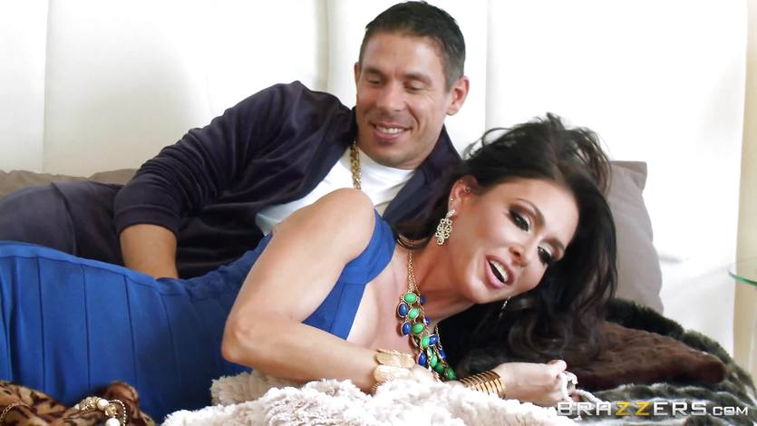 Jessica Jaymes fucks her man in her new home | PornTube ®