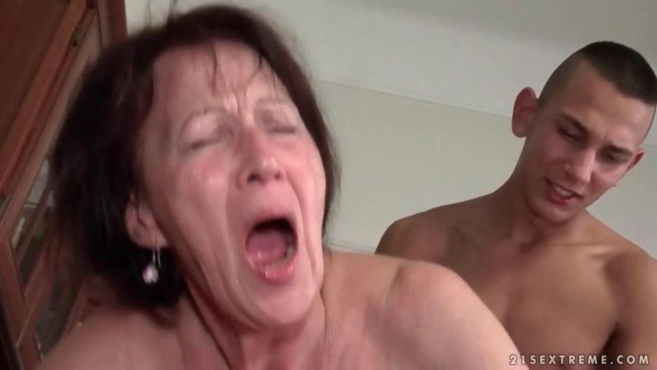 Young man fucks hot granny pretty hard - Hardsextube