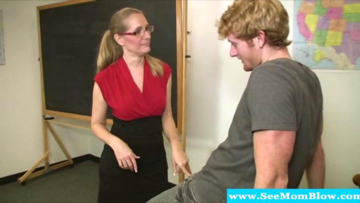 Mature teacher blows her student - Hardsextube