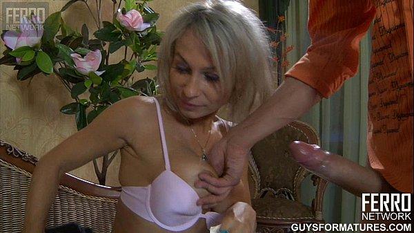 Blond mamuśki obciąganie