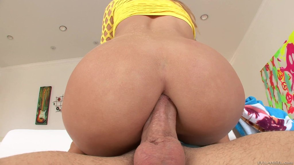 Immaculate Pornstar With A Nice Ass Enjoys Getting Fucked Hardcore Anal