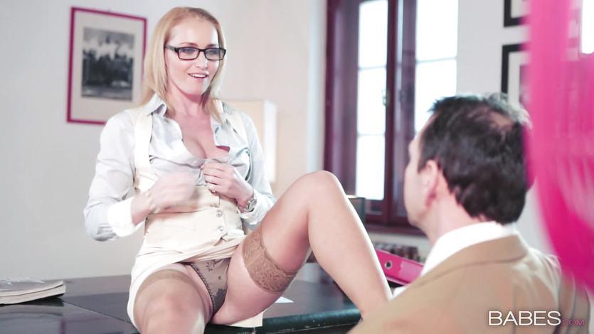 Kathia Nobili taking a length in the office | PornTube ®