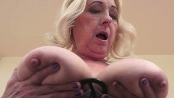 granny cool babe - Grannies porn