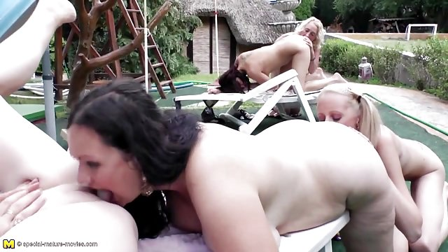 filmy porno babcia orgia