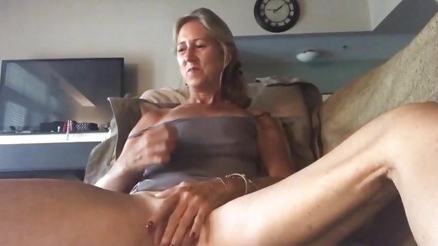 Stara babcia wytryskuje