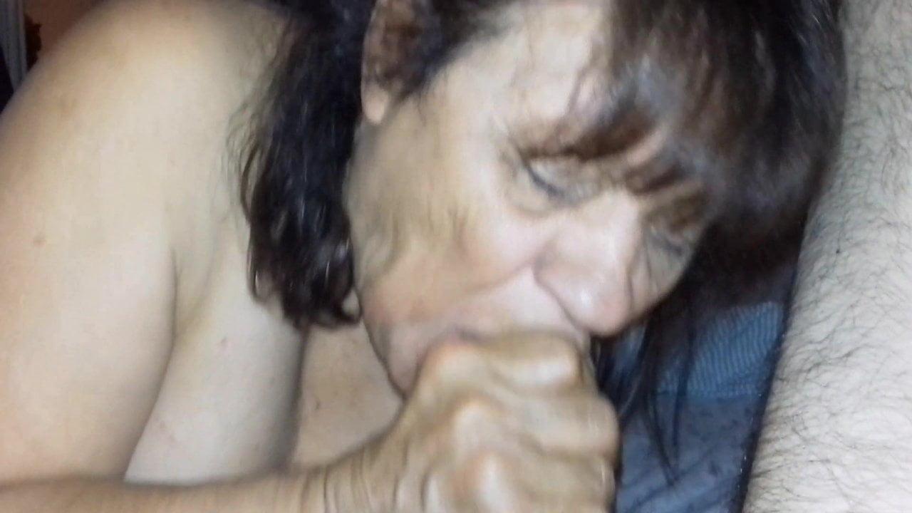 Staruszka wytryskuje porno